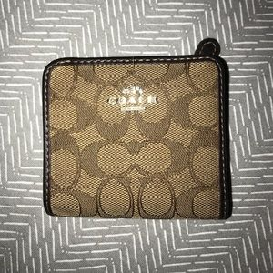 Coach wallet (slightly used, good condition)